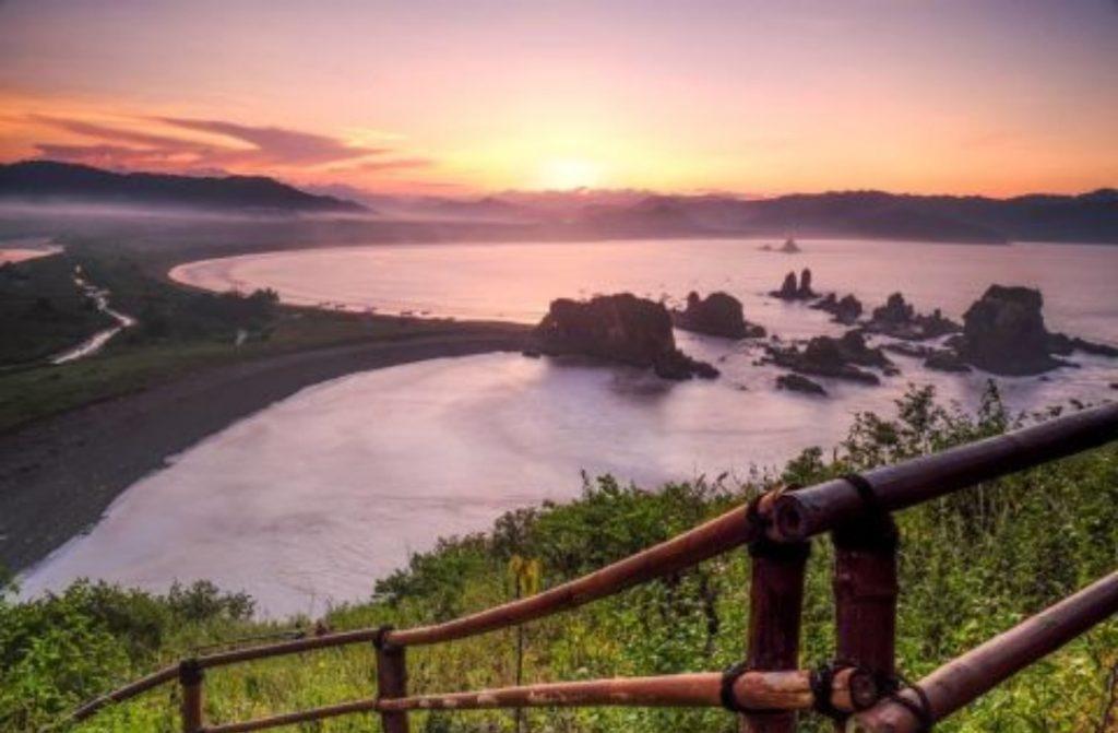 Pesona Surga di Ujung Selatan Jember yang Tak Terlupakan